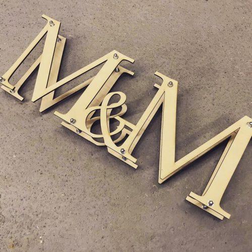 Litery-Inicjaly-na-stol-weselny-panstwa-mlodych-2